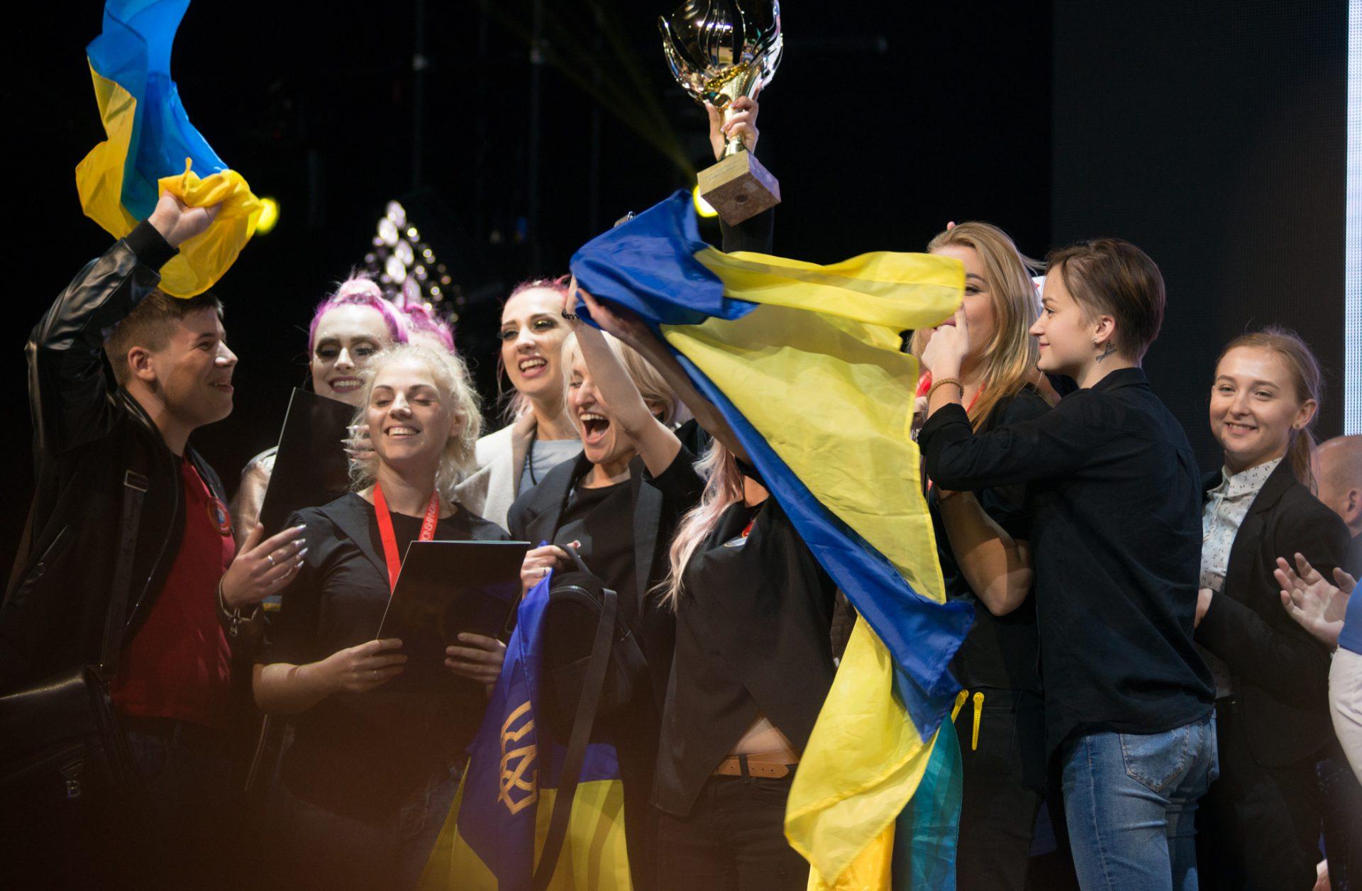 Поздравляем наших чемпионов-парикмахеров